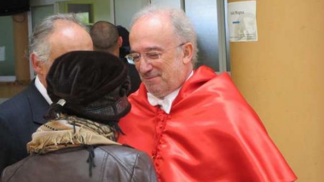 Santiago Muñoz es investido Doctor Honoris Causa por la UEx