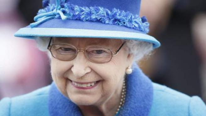 Isabel II del Reino Unido se ha convertido este miércoles en la soberana británica que más tiempo ha llevado la corona, después de su tatarabuela Victoria, quien reinó 63 años, siete meses y dos días. Repasa con nosotros la lista de los monarcas más longevos de la historia.