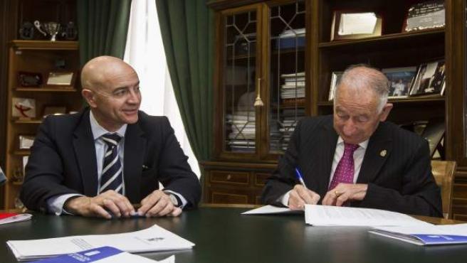 Los presidentes de Diputación y Cámara de Comercio, en la firma del convenio.