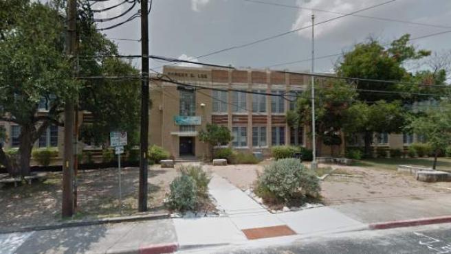Vista de la entrada de la escuela 'Robert E. Lee' en Austin (Texas), al sur de Estados Unidos.
