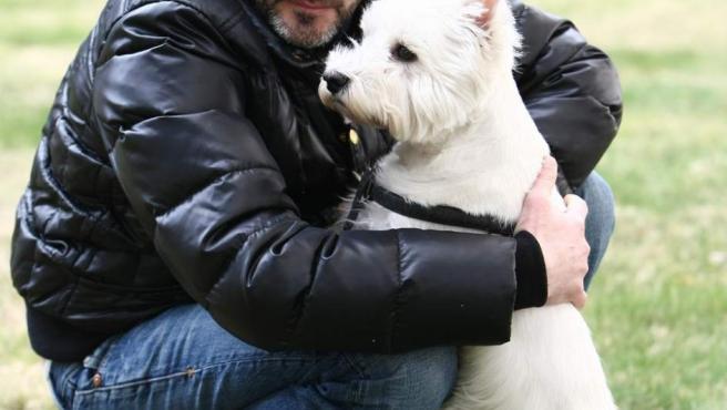 Fernando Tejero y su mascota.