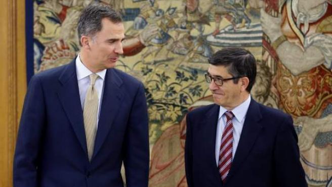El rey Felipe VI junto al presidente del Congreso de los Diputados, Patxi López.