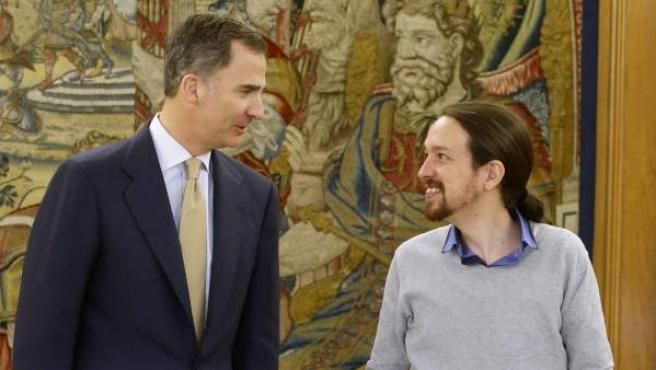 El rey Felipe VI recibe en el Palacio de la Zarzuela al líder de Podemos, Pablo Iglesias.