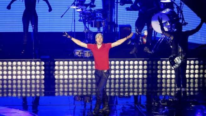El cantante español Enrique Iglesias durante su presentación en el Auditorio Nacional, en Ciudad de México, de su trabajo 'Sex and Love'.