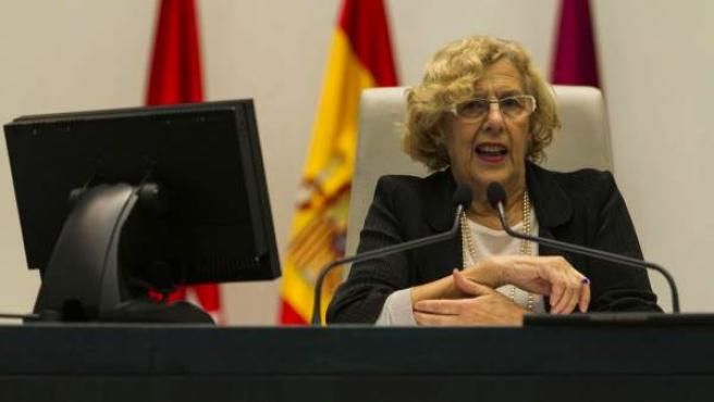 La alcaldesa de Madrid, Manuela Carmena, durante pleno en el Ayuntamiento.