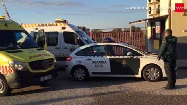 Hasta el lugar de los hechos se acercaron varias ambulancias y agentes de la Guardia Civil.