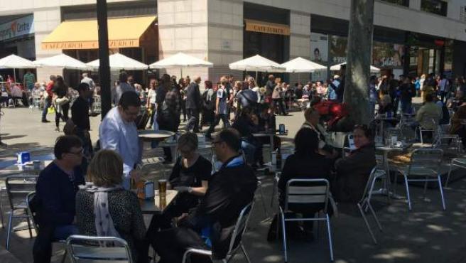 El Café Zúrich De Barcelona Ve Peligrar El 90 De Su Terraza
