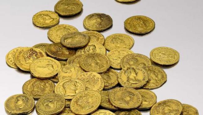 Monedas de oro antiguas subastadas por la casa de subastas Sotheby's en Nueva York.