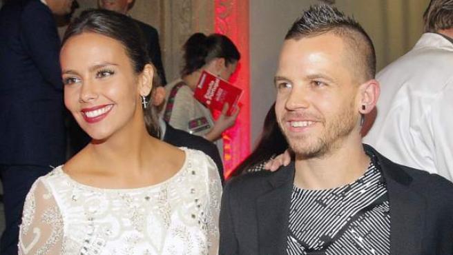 El chef madrileño del restaurante DiverXo, David Muñoz, que mantiene sus tres estrellas Michelín, en la gala celebrada en Santiago de Compostela acompañado por su mujer, Cristina Pedroche.