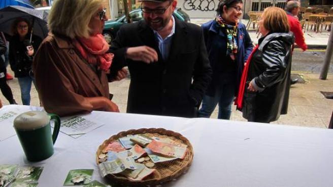 Asociación contra el cáncer de Santiago, visita de Martiño Noriega