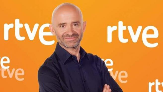 Antonio Lobato, con el logo de RTVE, en una imagen colgada en la cuenta de Twitter de la cadena.