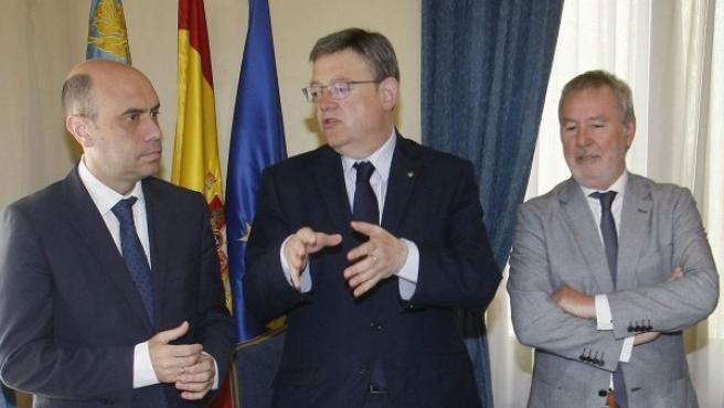 Ximo Puig (centro), líder del PSPV, este miércoles en Alicante.