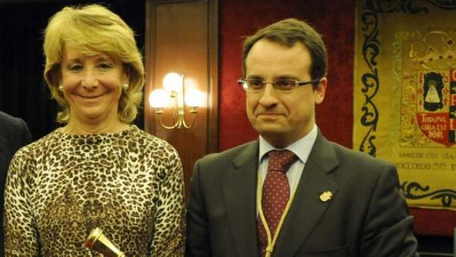 El que fuera alcalde de Móstoles, Daniel Ortíz (d), con la expresidenta de la Comunidad de Madrid, Esperanza Aguirre.