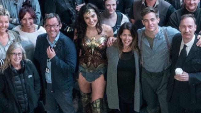 Foto del día: Fin de rodaje de 'Wonder Woman'