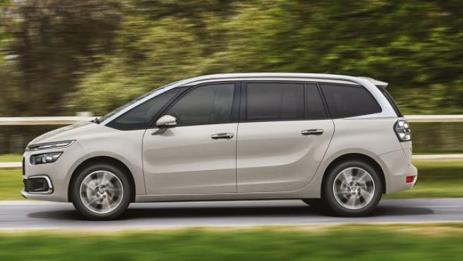 Citroën ha ampliado el equipamiento con nuevos elementos opcionales como el portón del maletero con apertura automática (función Manos Libres, que funciona mediante un gesto con el pie por debajo del paragolpes trasero siempre que se porte la llave del coche encima)
