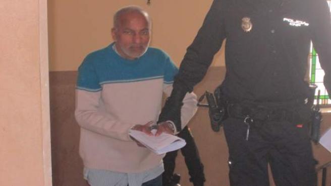 El acusado a su llegada a la Audiencia de Jaén