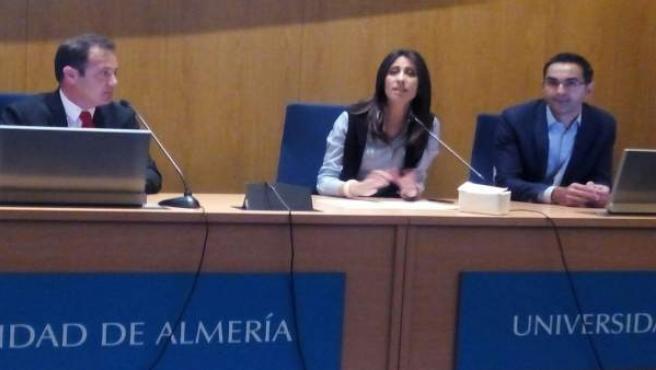 La diputada ha abierto el taller de empleo en Europa celebrado en la UAL.