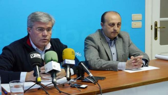 Fernández de Moya (i) junto a Robles en la rueda de prensa.