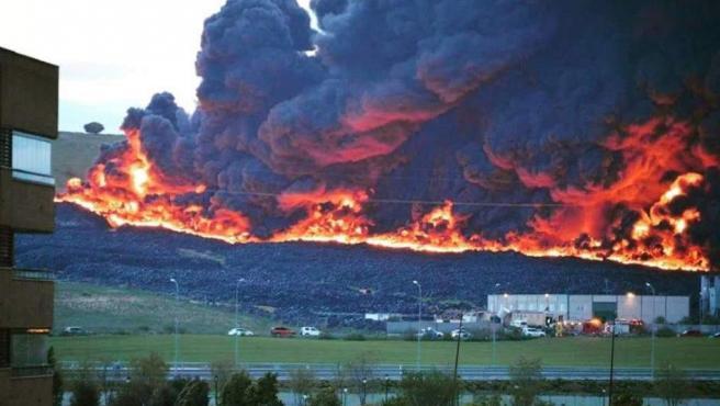 Fuego en el cementerio de Seseña, por la lectora de 20minutos Pilar de León.