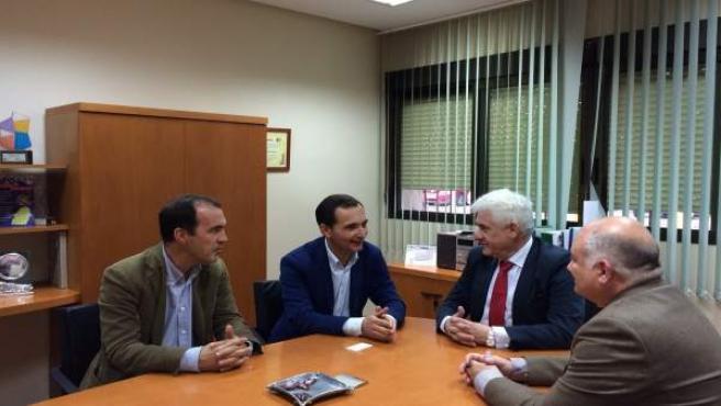 Reunión del delegado de Economía en Huelva con el gerente de Aiqbe