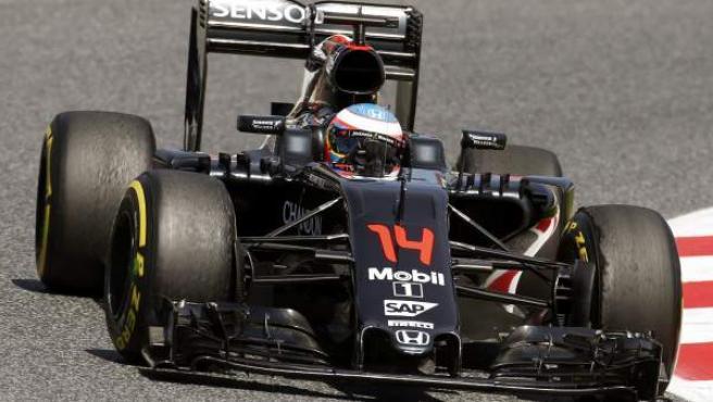 El piloto español Fernando Alonso, del equipo McLaren Honda, durante la tercera tanda de entrenamientos libres del Gran Premio de España de Fórmula 1.