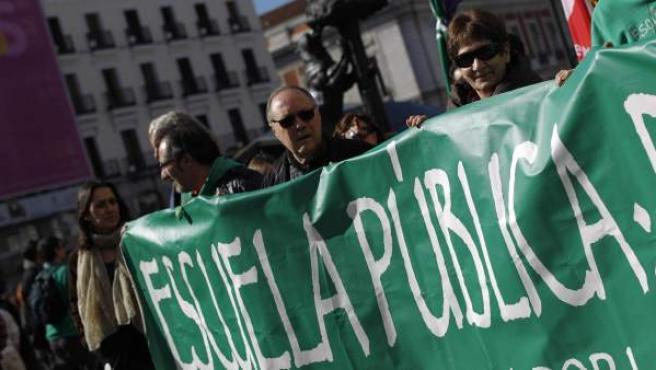 Manifestantes de la 'marea verde', en el marco de la protesta convocada por la 'marea ciudadana' en Madrid.