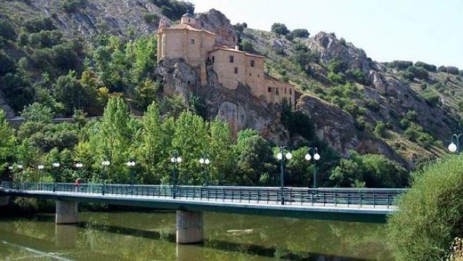 Ermita de San Saturio, al borde del Duero soriano.