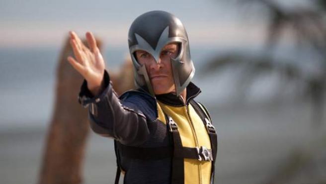 El actor Michael Fassbender interpretando a Magneto en X-Men (2011).