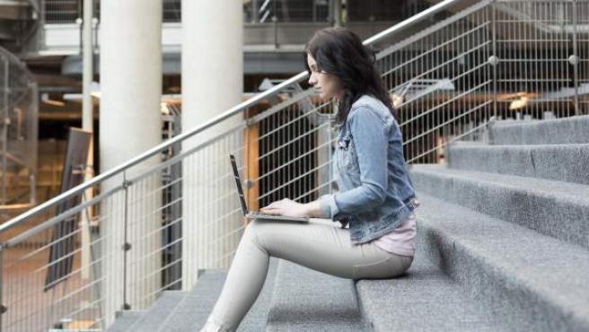 Los nuevos dispositivos móviles se están convirtiendo en una herramienta básica en las aulas.