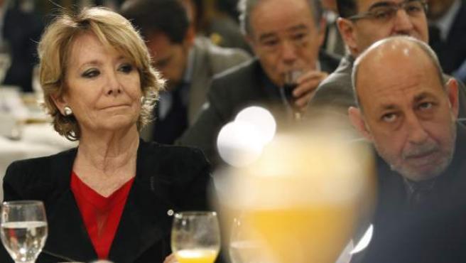 Esperanza Aguirre, portavos del grupo municipal del PP en el Ayuntamiento de Madrid, durante un desayuno informativo.