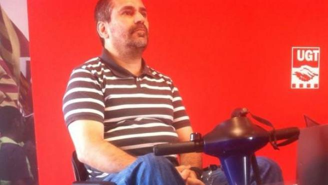 Jordi, exguardia urbano despedido por su discapacidad, en un acto reivindicativo.