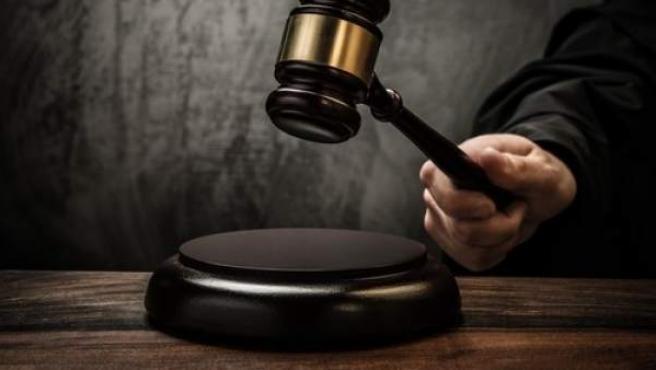 Un juez a punto de dictar sentencia.