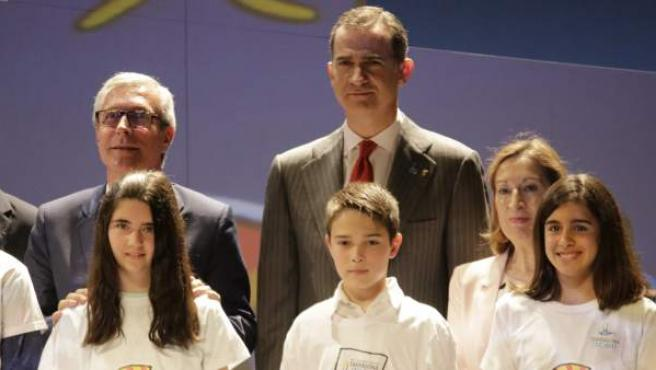 El rey Felipe VI y el alcalde de Tarragona, Josep Fèlix Balleteros en un acto de presentación los Juegos Mediterráneos.