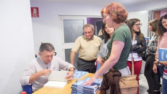 El psicólogo Pedro Jara presenta la edición ampliada de su libro