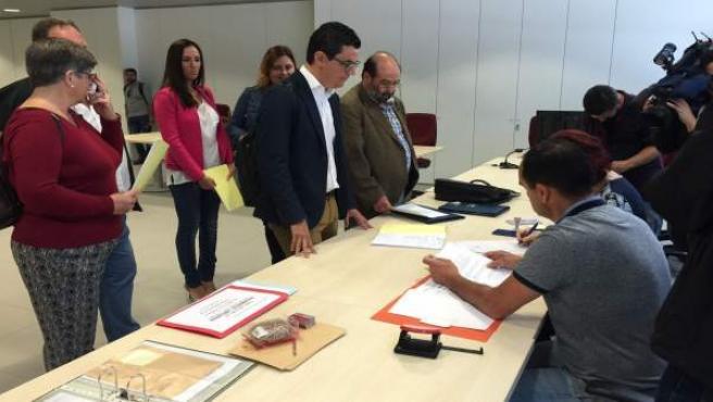 Pablo Rodríguez registrando su candidatura al Congreso