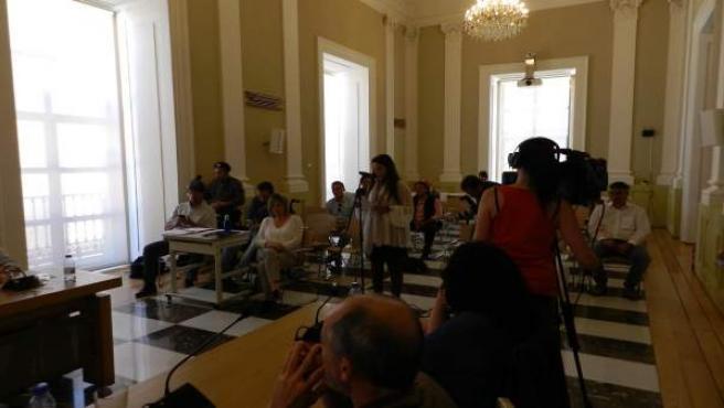 Una aficionada taurina interviniendo en el Pleno de Cáceres