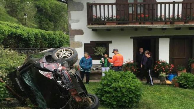 Imagen del coche accidentado en Amaiur