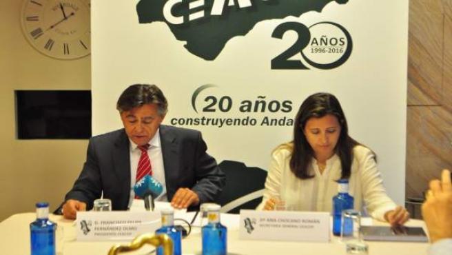 Fernández Olmo (i) presenta el informe de inversión en obra pública 2015.