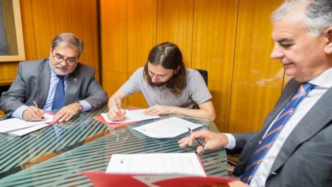 Híjar firma de convenio con colegio APIS y administradores de fincas