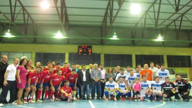 Foto de familia de la final de la Copa Presidente de Diputación