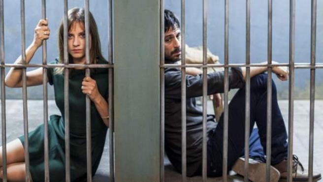 Michelle Jenner y Hugo Silva en la película 'En tu cabeza'.