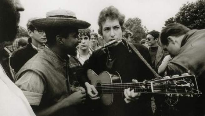 El cantautor Bob Dylan, durante un concierto en los 60.