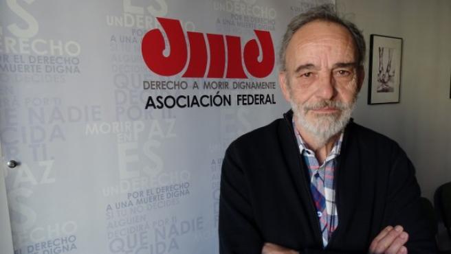 Luis Montes, en la sede de la asociación Derecho a Morir Dignamente, en Madrid.