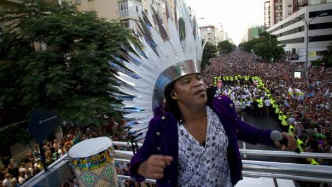 Desfile de Carnaval protagonizado por el brasileño Carlinhos Brown por las calles de Cádiz.