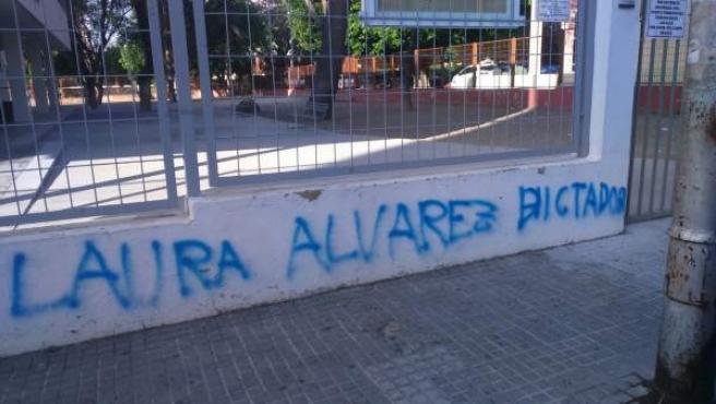 Pintadas contra una edil de Jerez en la fachada de un colegio