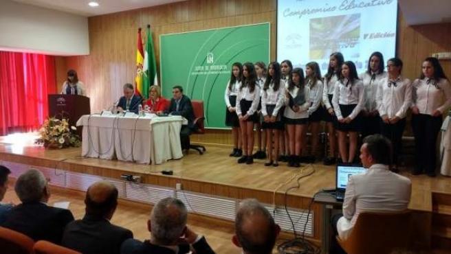 La consejera de Eduación, Adelaida de la Calle, entrega premios en Huelva.