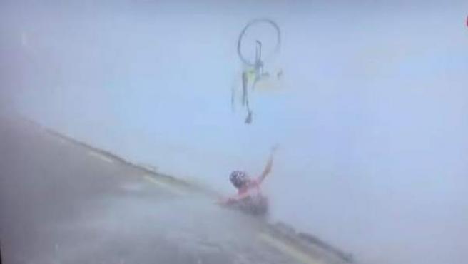 Caída de Steven Kruijswijk en el Colle dell'Agnello, en el Giro de Italia.