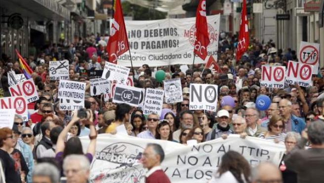 """En Madrid, miles de participantes caminaron bajo el lema """"Por una rebelión democrática de los pueblos de Europa. Soberanía. Dignidad. Solidaridad""""."""