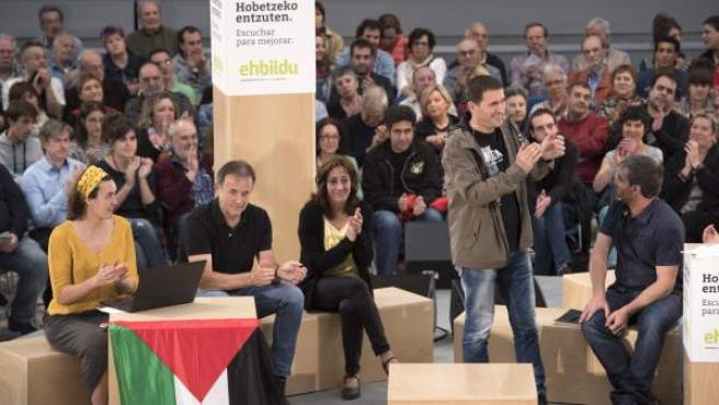 El secretario general de Sortu, Arnaldo Otegi, en el ciclo 'Escuchar para mejorar' celebrado en Vitoria.
