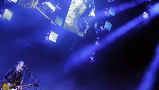 El cantante del grupo Radiohead, Thom Yorke, durante su actuación este viernes en el Primavera Sound Festival 2016 en el Forum de Barcelona.
